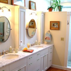Create a Stunning Bathroom Design with Custom Cabinetry