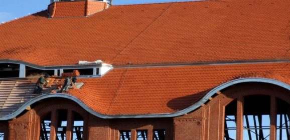 Roofing Contractors in Milwaukee Wisconsin Are Ready to Fix This Roof