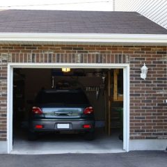 Options and Benefits of an Overhead Door in West Bloomfield, MI